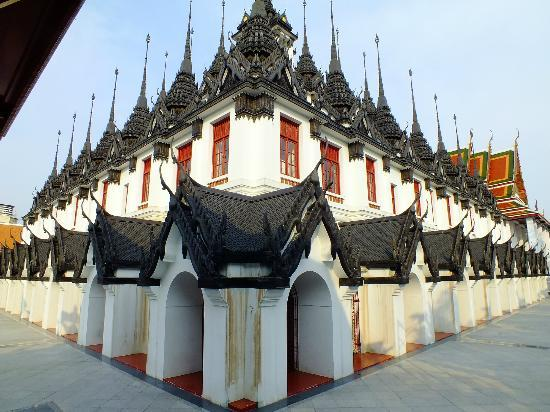 Wat Ratchanatdaram Woravihara (Loha Prasat): the main wat