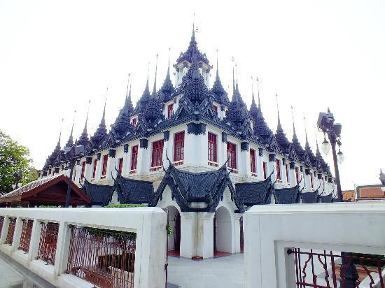 Wat Ratchanatdaram Woravihara (Loha Prasat): ratchanatdaram