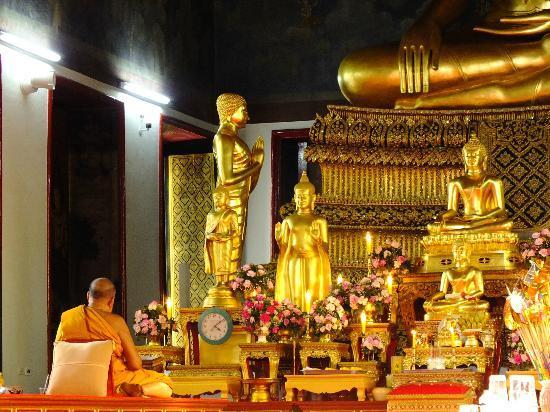 Wat Ratchanatdaram Woravihara (Loha Prasat): inside temple