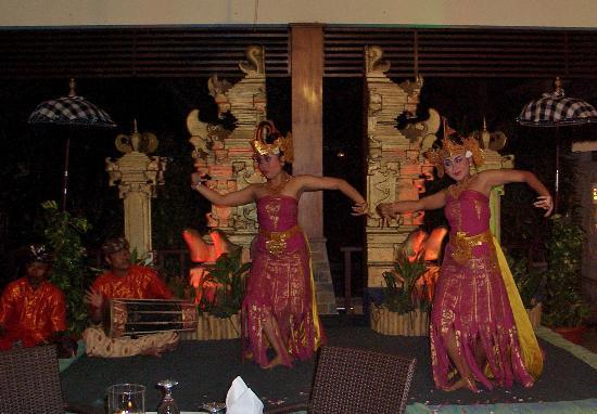 Risata Bali Resort & Spa: Balinese dancers