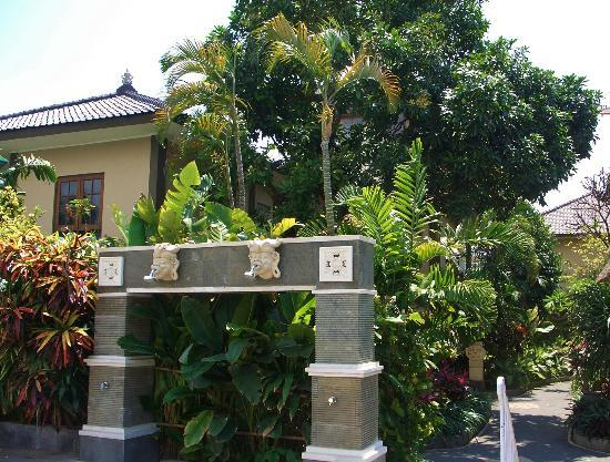 Risata Bali Resort & Spa: Hotel grounds