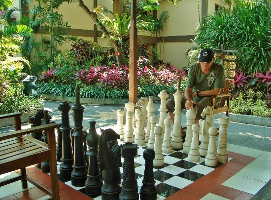 Risata Bali Resort & Spa: Giant chess board