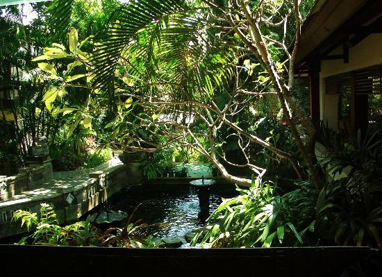 Risata Bali Resort & Spa: Fish pond viewed from lobby