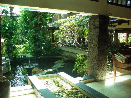 Risata Bali Resort & Spa: Pond view from lobby