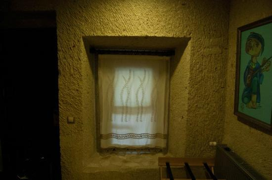 Cappadocia Estates Hotel: Window in cave room