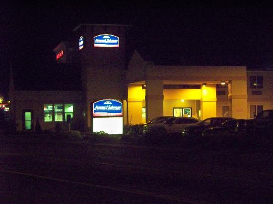 Howard Johnson Express Arcata: HoJo, Arcata at night