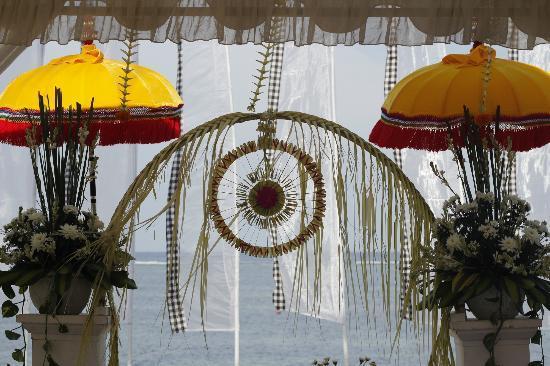 โรงแรมกริยา ซันเตรียน: Hand woven Wedding decorations