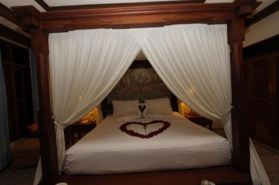 Griya Santrian: Room decorated for Wedding night