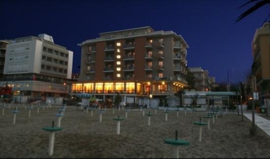 Hotel Globus : esterno notturno