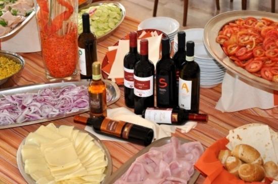 Hotel Globus : buffet salato e vino