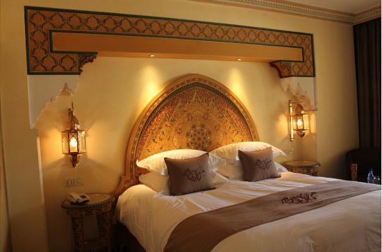 Sofitel Fes Palais Jamai: decorazioni marocchine in camera