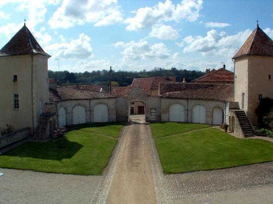 Chateau d'Autigny-la-Tour: Cour d'honneur