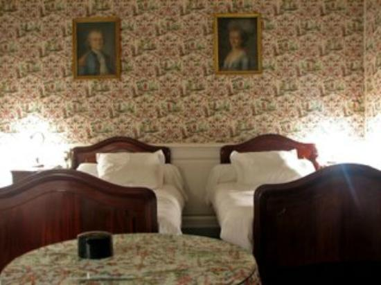 Chateau d'Autigny-la-Tour: Chambre attenante