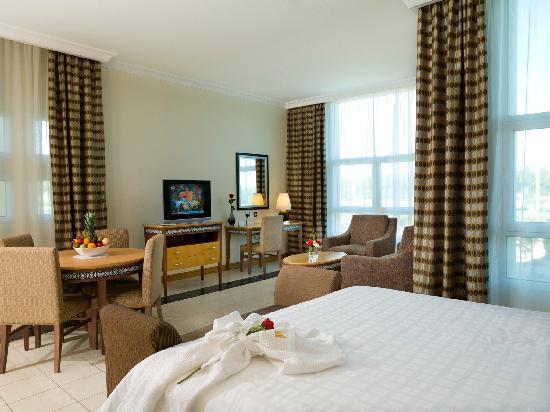 Al Jahra Copthorne Hotel & Resort: Corner Suite