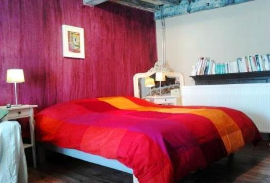 Kerpa: Le King Size Bed de la chambre mauve (rez-de-chaussée).