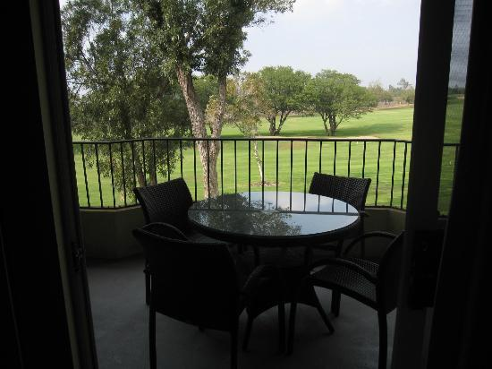 Paniolo Greens Resort: Balcony