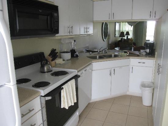 بانيولو جرينز آت وايكولوا فيليدج: Kitchen 