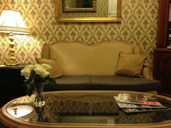 Willoughby House Hotel & Apartments: Lounge