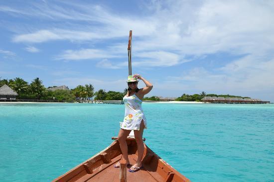 Conrad Maldives Rangali Island: esta barco te lleva de una isla a la otra
