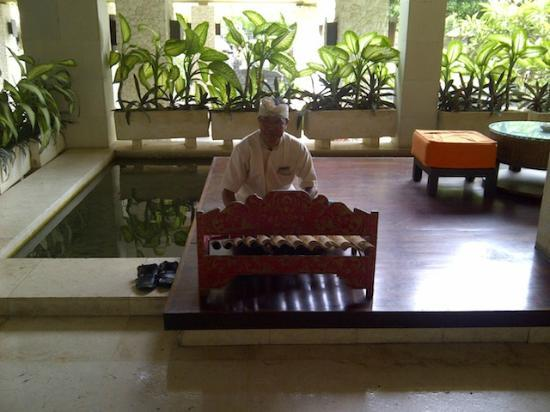 ‪‪Mercure Resort Sanur‬: Hotel staff playing traditional music‬