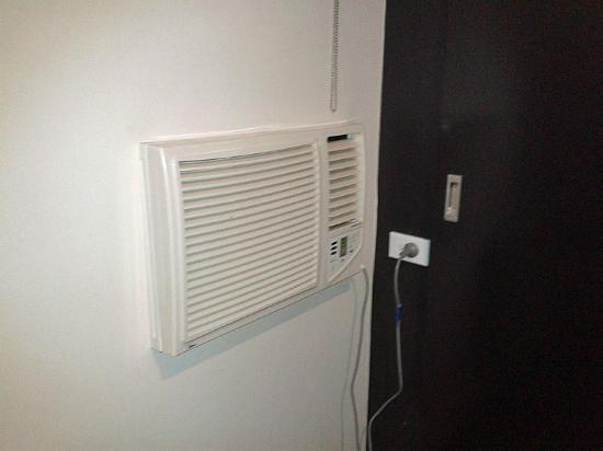 ibis Styles Kingsgate Hotel: Air conditioning unit