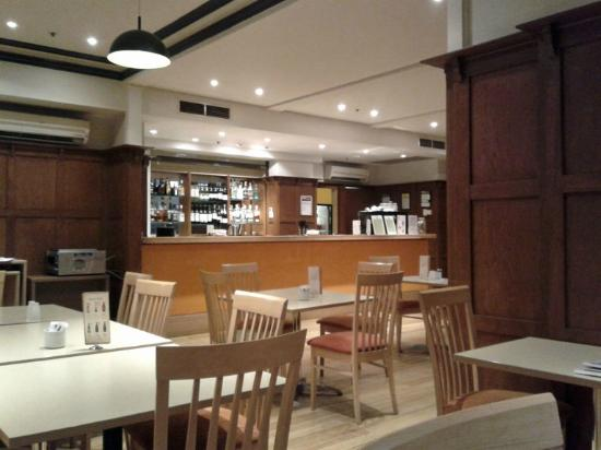 ibis Styles Kingsgate Hotel: A funky little bar when you can eat or drink or both!