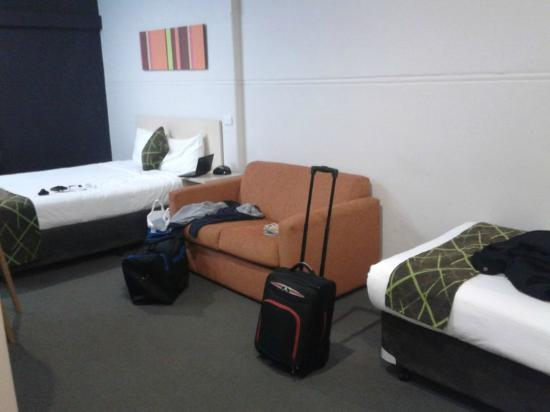 ibis Styles Kingsgate Hotel: Main bed and the sofa