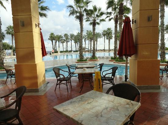 Hilton Malta: Pool area