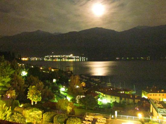 Hotel Belvedere Bellagio: View of Pescallo from our room at night.