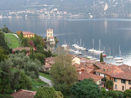 Hotel Belvedere Bellagio: View of Pescallo from our room.