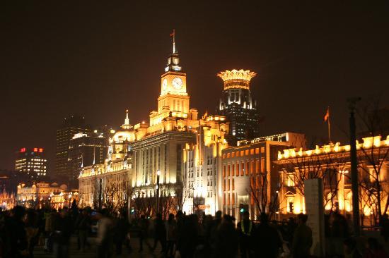 Salvo Hotel Shanghai: l'hôtel Salvo vu depuis le Bund  (la couronne)