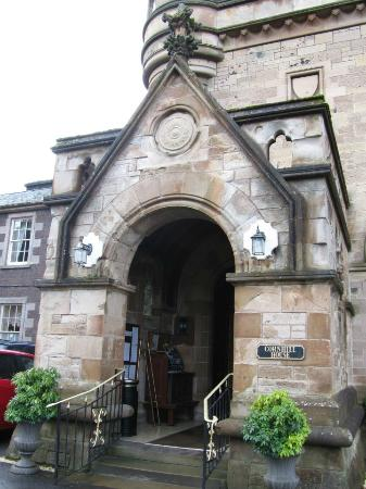 Cornhill Castle Hotel: hotel entrance into wood clad reception and a step back in time