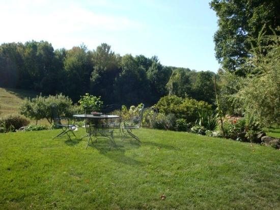 Steep Acres Farm Bed & Breakfast: The Birches B&B Garden