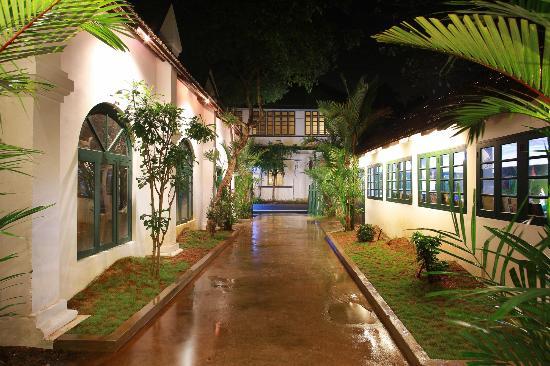 Elphinstone Residency : Entrance View