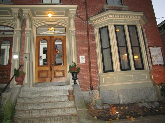 The Inn On Carleton: Elegant Front Entrance