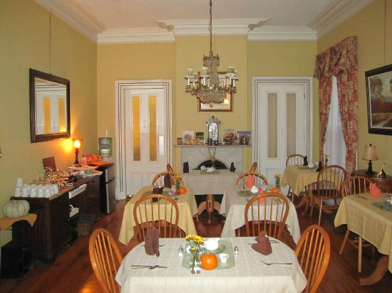 Inn On Carleton: Delightful Dining Room