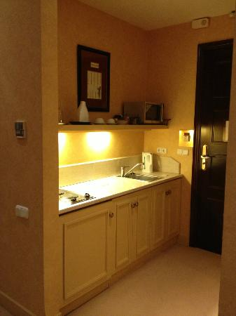 Kefalari Suites: Kitchenette area