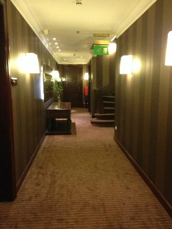 Kefalari Suites: Down the hall