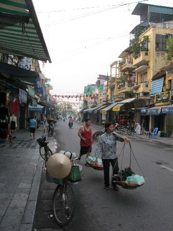 Hanoi Advisor Hotel: On the morning street