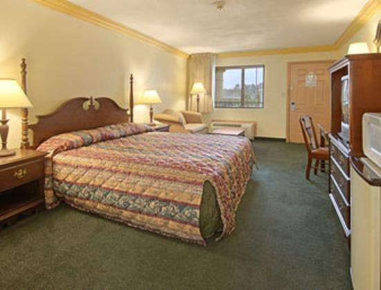 Days Inn Crowley: Standard King Bed Room
