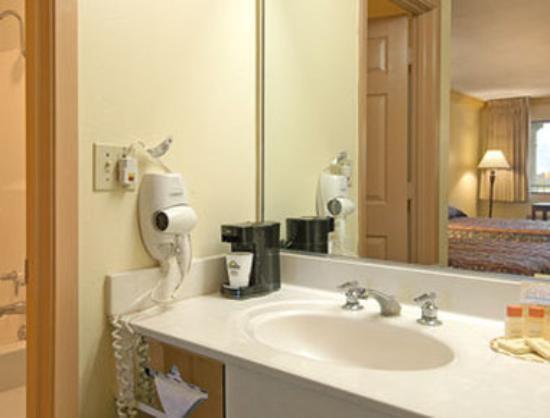 Days Inn Crowley: Bathroom