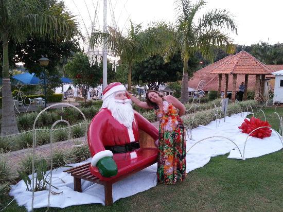 Ita, SC: jardim de entrada com motivos natalinos