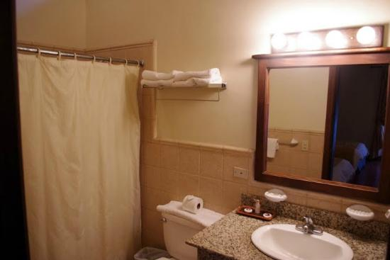 Hotel Marina Copan: Bathroom