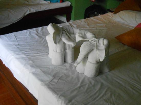Sai Kaew Beach Resort: Горничная делала нам такие фигурки из полотенец.