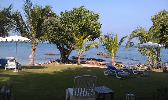 Sai Kaew Beach Resort: Маленький пляж.