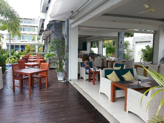 Two Chefs Beach Bar & Restaurant: The restaurant is really spacious and all open
