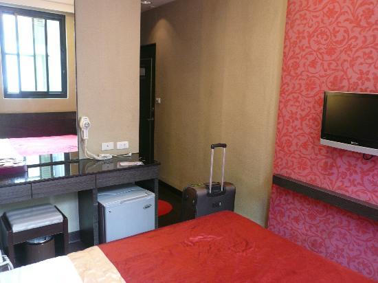 Happy Hotel Kaohsiung: neat room