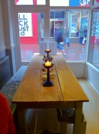 The Dorset Burger Company: typical table