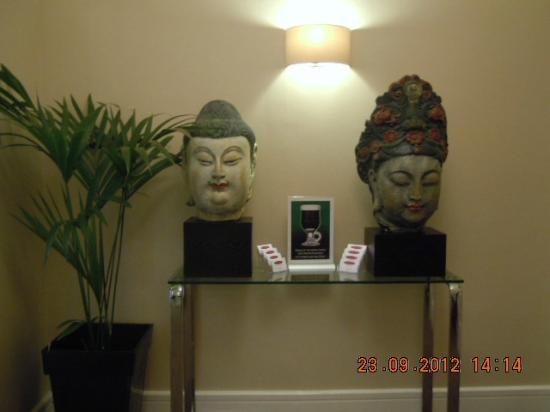 The Fleet Street Hotel: Budas entrando en la Recepción