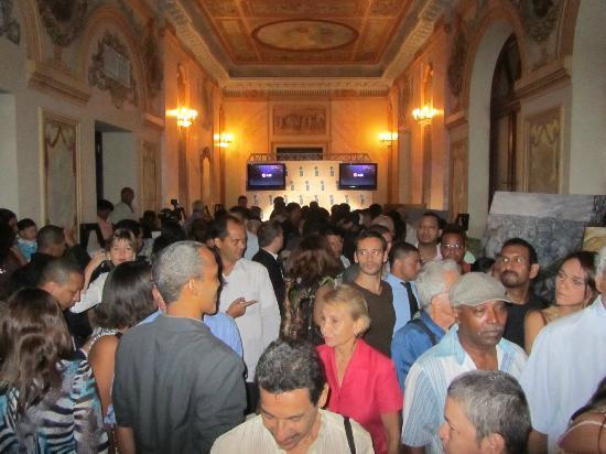 Teatro Nacional: Crowd